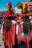 Músicos y bailarines en los Andes peruanos en Puno Perú Imágenes de archivo libres de regalías