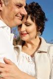 Mûrissez les couples heureux image stock