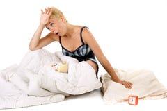 Müde Frau im Bett Stockfotografie