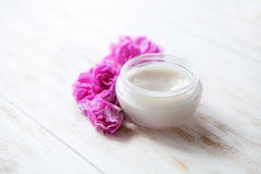 Müde Haut kosmetische Sahne- Gesichts-skincare Therapie ärztlicher Behandlung, Antialternhydratdermatologieberufsreiniger moistur lizenzfreie stockfotografie