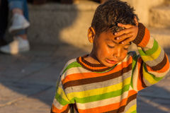 Müde kleine Zigeunerkinder Stockfoto