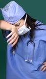 Müder Chirurg Stockbild