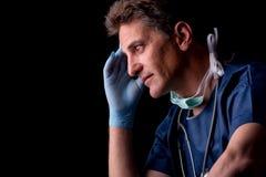 Müder Doktor lizenzfreie stockfotografie