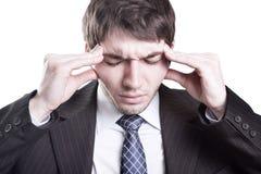 Müder Geschäftsmann, der Kopfschmerzen hat Stockfotografie