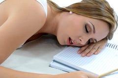 Müdes Kursteilnehmerschlafen lizenzfreies stockbild