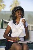 Müdes Tennis-Spieler-Abwischen geschwitzt mit Serviette Stockbilder