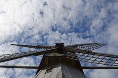 Mühle auf dem Himmelhintergrund Lizenzfreie Stockbilder