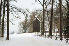 Mühle im Schnee Stockbilder