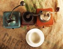 Mühlen und Kaffeetassen Stockfotos