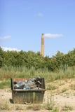 Müllcontainer und Kamin Lizenzfreie Stockfotos