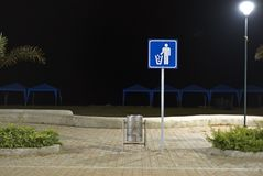Müllcontainersignal nachts Lizenzfreies Stockbild