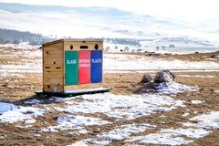 Mülleimer der überschüssigen Trennung im Freien in Lakke Baikal in Russland Olkhon Insel Stockfotos