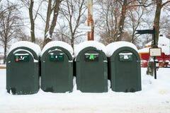 Mülleimer in der Winterlandschaft Stockfotografie