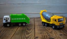 Müllwagen und Mischer stockfotografie