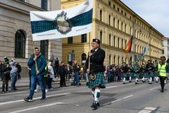 MÜNCHEN, BAYERN, DEUTSCHLAND - 11. MÄRZ 2018: Dudelsackspieler im traditi Stockbilder