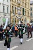 MÜNCHEN, BAYERN, DEUTSCHLAND - 13. MÄRZ 2016: Flötisten in der Kleidung der Mittelalter am St- Patrick` s Tag führen vor Der Name Stockfotografie