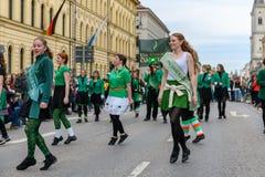 MÜNCHEN, BAYERN, DEUTSCHLAND - 11. MÄRZ 2018: Gruppe Mädchen repre Stockfoto