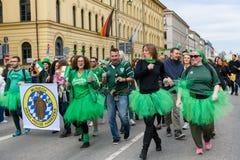 MÜNCHEN, BAYERN, DEUTSCHLAND - 11. MÄRZ 2018: Gruppe von Personen repr Lizenzfreies Stockbild