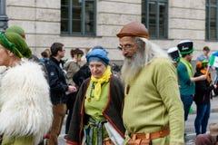 MÜNCHEN, BAYERN, DEUTSCHLAND - 11. MÄRZ 2018: Leute in der Kleidung von Stockfoto