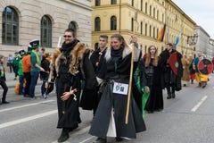 MÜNCHEN, BAYERN, DEUTSCHLAND - 11. MÄRZ 2018: Leute in der Kleidung von Lizenzfreie Stockfotos
