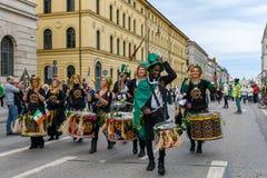 MÜNCHEN, BAYERN, DEUTSCHLAND - 11. MÄRZ 2018: Schlagzeuger am St. Stockbild