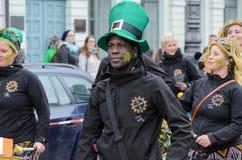 MÜNCHEN, BAYERN, DEUTSCHLAND - 13. MÄRZ 2016: Schlagzeuger am St- Patrick` s Tag führen vor Der Name des Afro-Brasilien-Musik-Ban Lizenzfreie Stockfotos