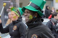 MÜNCHEN, BAYERN, DEUTSCHLAND - 13. MÄRZ 2016: Schlagzeuger am St- Patrick` s Tag führen vor Der Name des Afro-Brasilien-Musik-Ban Lizenzfreies Stockbild