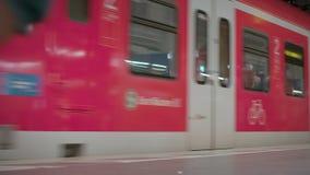 München Beieren, Duitsland, Europa - Juli 02 2018 Spoorweg openbare Vervoer stock videobeelden