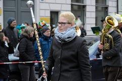 MÜNCHEN, BEIEREN, DUITSLAND - MAART 13, 2016: Beierse muziekband in traditionele Beierse kleding bij de St Patrick ` s Dagparade royalty-vrije stock foto's