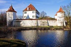 München, Deutschland: Blutenburg-Schloss, errichtet auf den Banken von Wuerm stockbild