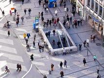München, Deutschland, gehende Leute, städtische Ansicht von oben Lizenzfreie Stockfotos