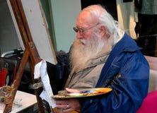 München, Deutschland - 16. Oktober 2011: alter Künstler malt Miniaturen nahe der Stadt Hall Square Lizenzfreies Stockbild