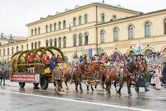 München, Deutschland, am 18. September 2016: Die traditionelle Kostüm-Parade während Octoberfest 2016 in München Lizenzfreies Stockbild