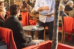 München, Duitsland, 29 December, 2016: Populair onder de lokale bevolking en de toeristen is het openluchtrestaurant op Royalty-vrije Stock Fotografie