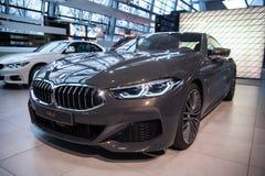 München, Duitsland - December 16, 2018: Tentoonstelling van nieuwe modellen van auto's bij BMW-Rand BMW 8 Reeksen stock afbeelding