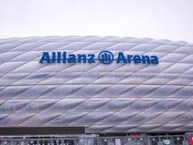 MÜNCHEN, DUITSLAND - 22 FEBRUARI 2018: De Allianz-Arena is het stadion van de huisvoetbal voor FC Bayern Munich met een capacitei Stock Afbeeldingen