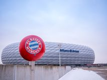 MÜNCHEN, DUITSLAND - 22 FEBRUARI 2018: De Allianz-Arena is het stadion van de huisvoetbal voor FC Bayern Munich met een capacitei stock foto's