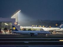 München, Duitsland/Duitsland 05 Mei 2019: Lufthansa-vliegtuig op tarmac - terminal 2 van München royalty-vrije stock foto