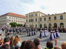 München, Duitsland - 22 September 2013 Oktoberfest, parade dames stock afbeeldingen