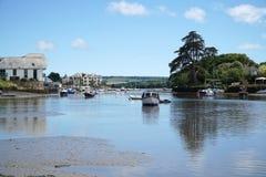 Mündung, Devon, Boote und Häuser Kingsbridge Stockbild