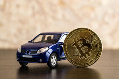 Münze und Auto Bitcoin Cryptocurrency-Wirtschaftsgeld Stockfotografie