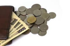 Münze und Bargeld auf Geldbörsentasche lizenzfreie stockfotos