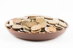 Münzen auf der Platte Stockfoto