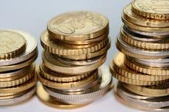 Münzen auf einer Tabelle Lizenzfreie Stockfotos