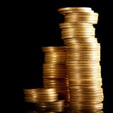 Münzen auf Schwarzem Lizenzfreies Stockfoto