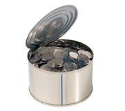 Münzen in der geöffneten Dose Stockfoto
