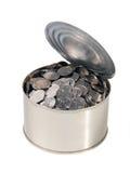 Münzen in der geöffneten Dose Stockbilder