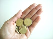 Münzen in der Hand stockfotos