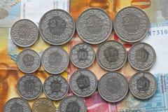 Münzen der Schweizer Franken und Rappen Lizenzfreies Stockfoto