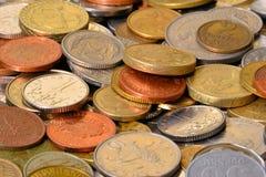 Münzen der verschiedenen Länder Stockfotografie
